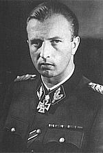 Født: 30. oktober 1906 i München. Ridderkors vundet 2. marts 1942 som. SS-Standartenführer og chef for en SS-Kavalleribrigade. - HermannOttoFegelein